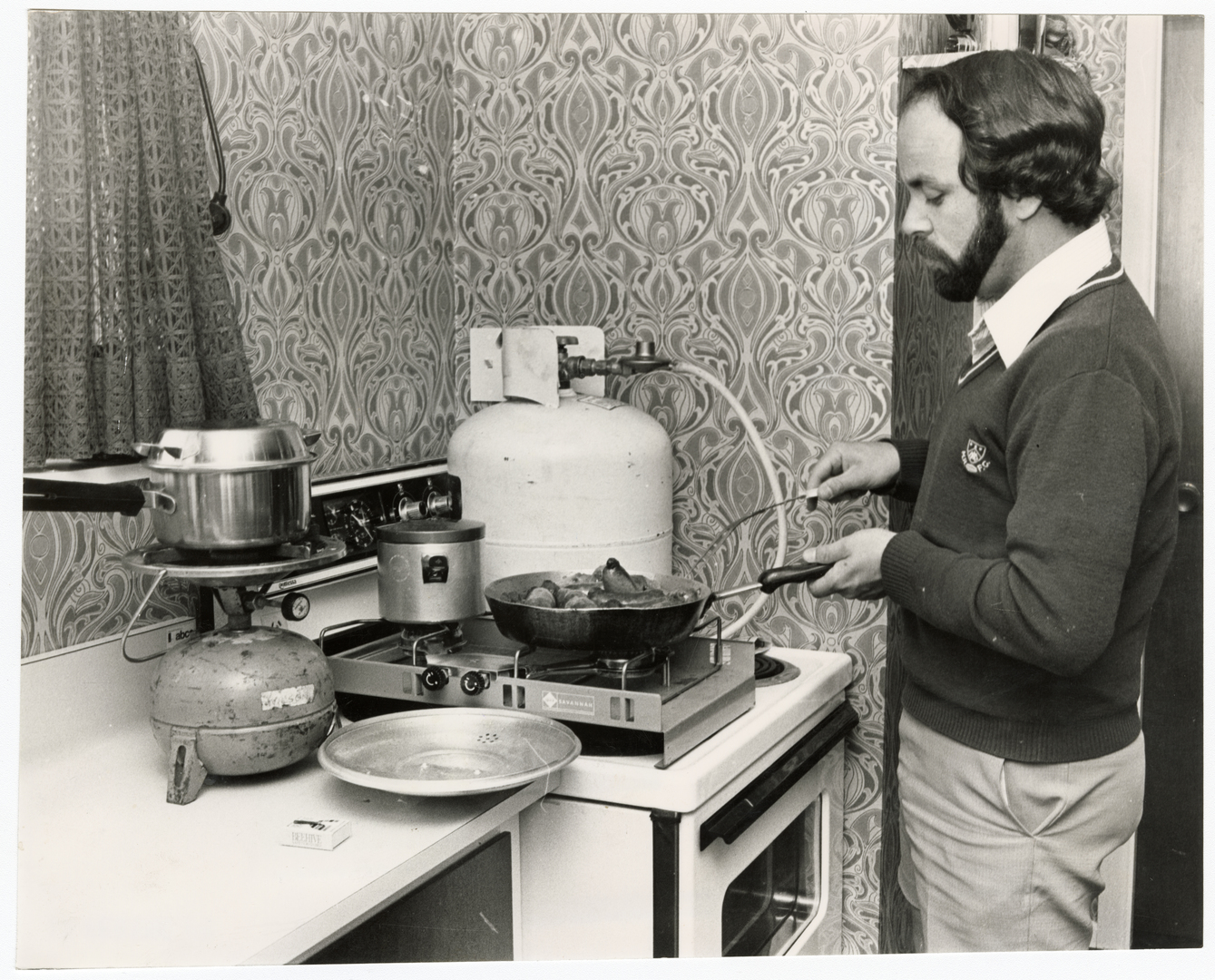 Man cooking without power