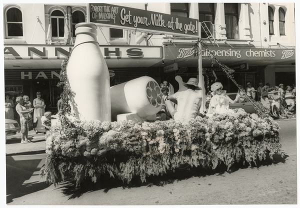 Christchurch Festival Floral Parade, Milk Vendors' float