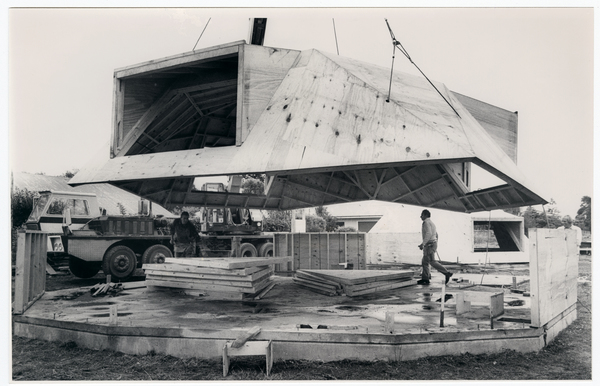 Construction of a hexadome house on Memorial Avenue