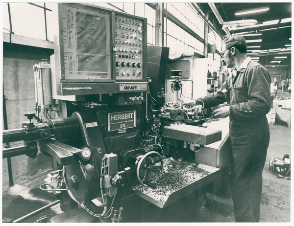 Alan Jarvie using a computer lathe