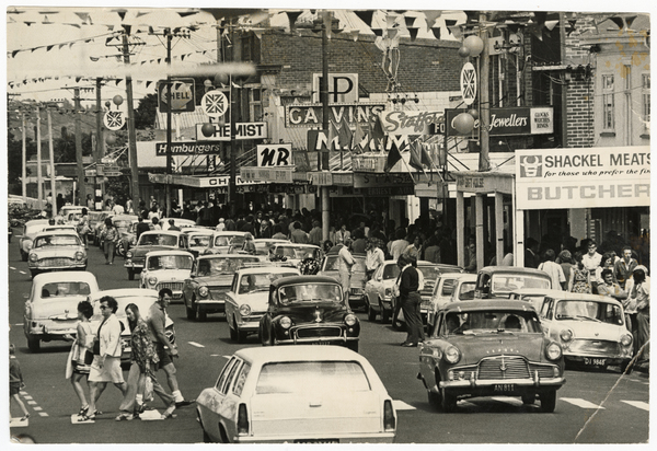 Cars and shoppers in New Brighton