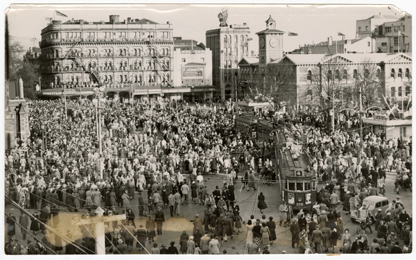 Crowds in Cathedral Square