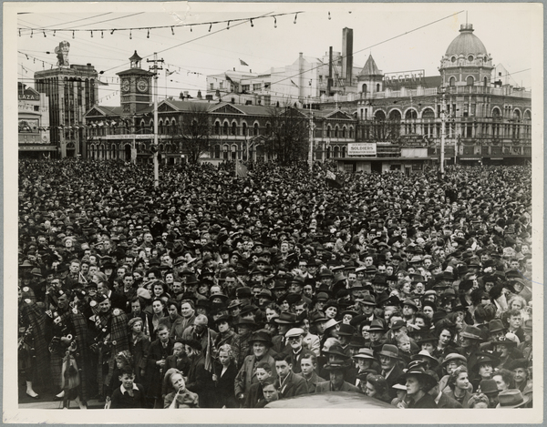 Cathedral Square crowd