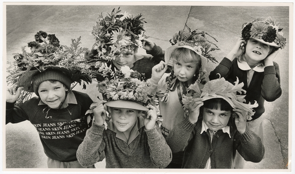 Mt Pleasant School students with floral hats