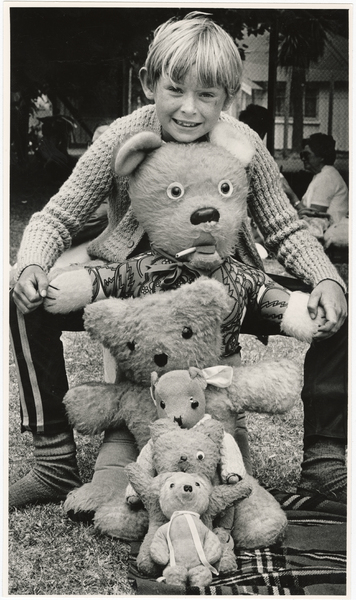 Allen Thompson with five teddy bears