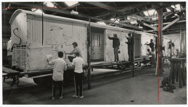 Mural painting on rail wagons