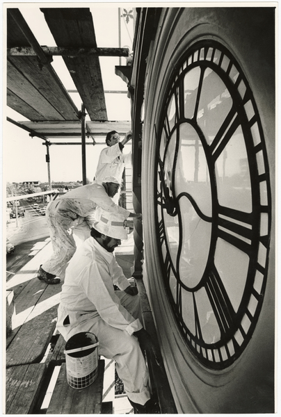 Painting the Victoria Street jubilee clock