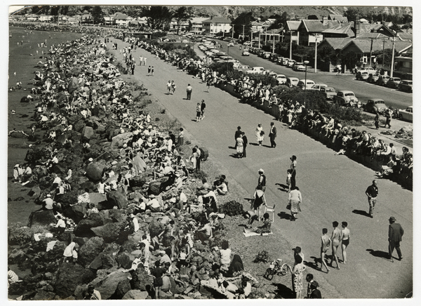 Crowds on the foreshore in Sumner