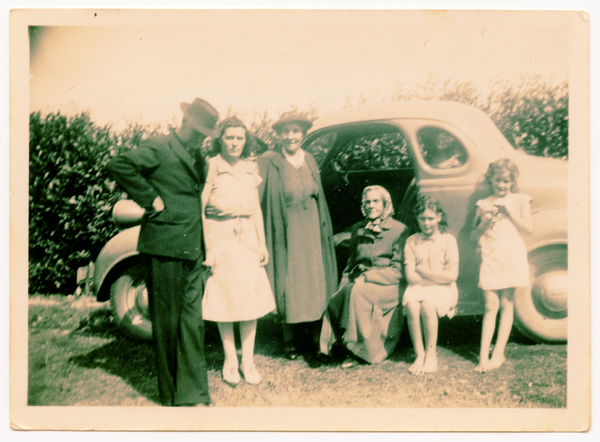 Family visiting the Framptons at 5 Drain Road, Fernside