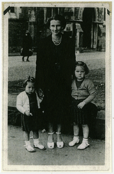 Doris Goulding outside the Christchurch Cathedral with her two children, Kathleen & Maureen Goulding.