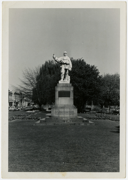 Scott Statue, Corner of Oxford Terrace & Worcester Street,  1950s