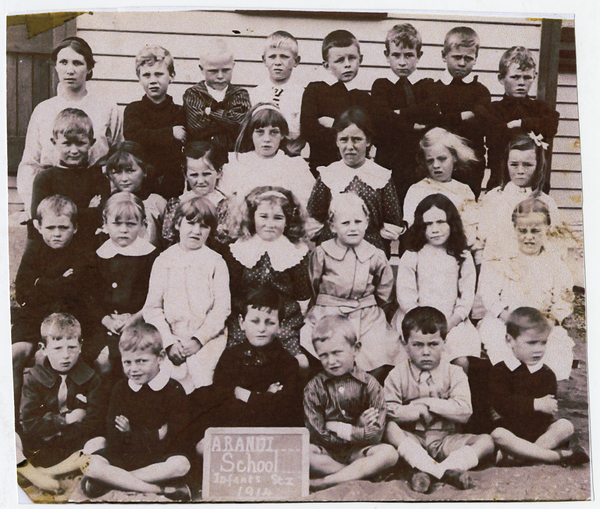 Class photo Aranui School Infants to  Standard 1, 1914