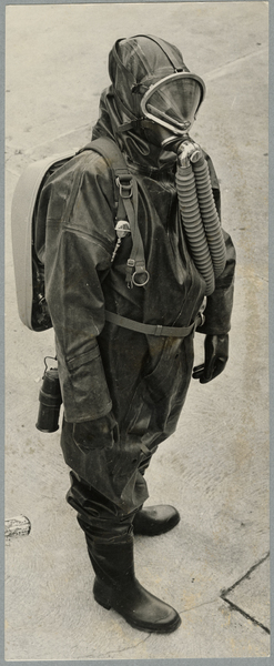 Rubber ammonia suit for firefighting