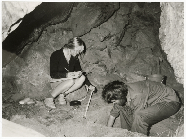Archaeology field workers in Cromwell Gorge rock shelter