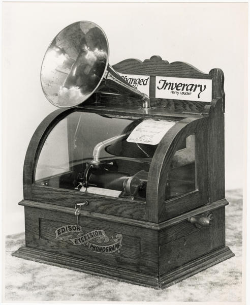Coin operated phonograph