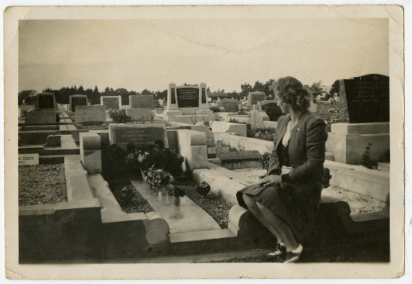 Owen Sutton, grave at Bromley, 1941