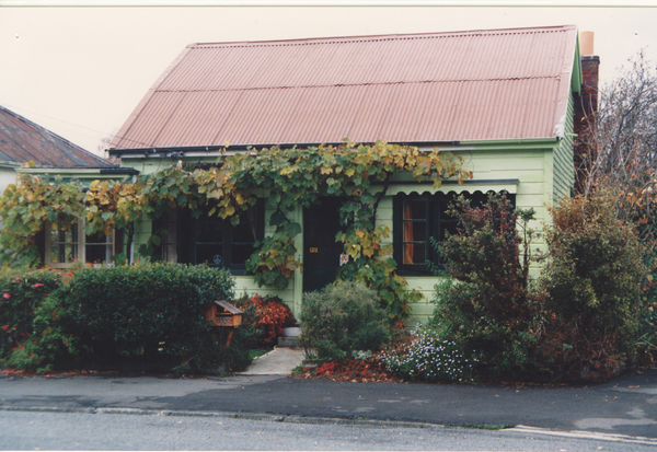 The Locke family cottage in the Avon Loop
