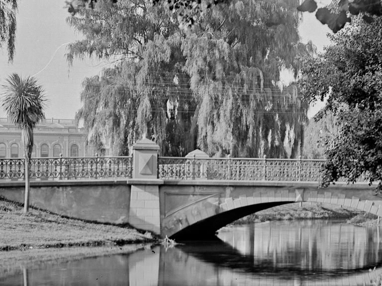 Image of Armagh Street Bridge, 1900s